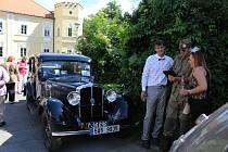 V Petrovicích u Sedlčan si dali už potřetí dostaveníčko milovníci historických vozidel.