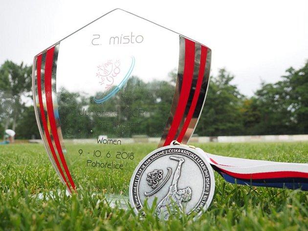 Tým Kachny Příbram získal na letošním MČR juniorek ve frisbee stříbrné medaile.