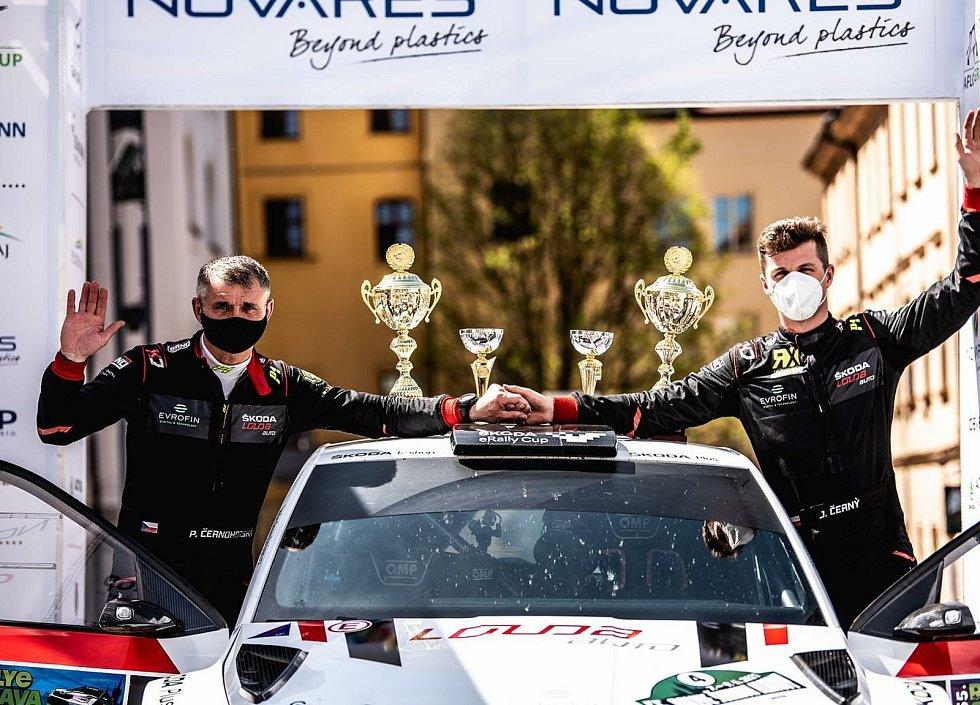 Jan Černý (vpravo) s navigátorem Petrem Černohorským skončili v letošním ročníku Rallye Šumava Klatovy na druhém místě.