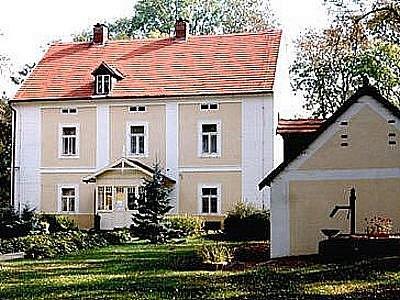 Památník Karla Čapka Strž ve Staré Huti.