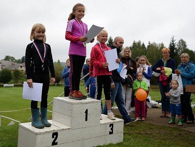 Běh Kovohutěmi 2014. Stupně vítězů v kategorii mládeže.
