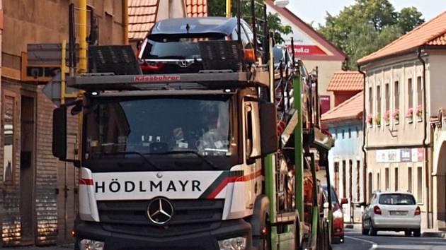 Nadměrným hlukem zatížená Rožmitálská ulice v Příbrami.