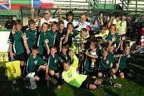 Vítězné družstvo mladších žáků 1.FK Příbram po triumfu na letošním Football Cupu.