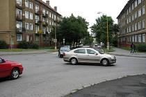 Křižovatku ulic Osvobození a Edvarda Beneše řidiči pokládají za nebezpečnou.