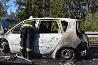 Požár osobního automobilu na dálnici D4 u Jíloviště.