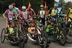 V nedělním předpoledním slunci odstartovali na trať Bikového maratonu kolem kamenických křížů závodníci s handicapem a to již po páté v řadě.