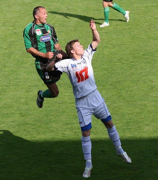 2. liga: Marila Příbram (zelení) - Ústí nad Labem (1:1).