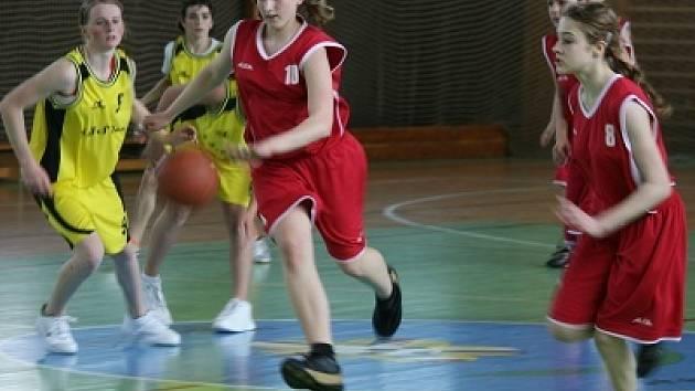 Žačky ZŠ Březové Hory Příbram postoupily na republikové finále basketbalového turnaje Nestlé Cup.