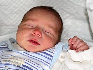 MATĚJ POSPÍŠIL se narodil 10. října s váhou 3,36 kg rodičům Petře a Romanovi z Mokrovrat. Doma se na sourozence těší sourozenci Nikol, Adéla a Adam.