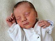 ALEX CHOCHOLOUŠEK se narodil v sobotu 24. června o váze 2,25 kg rodičům Adéle a Martinovi ze Sedlce Prčice.