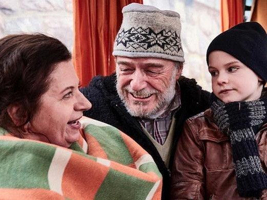 Změnit život, najít lásku a být šťastný je možné v každém věku. O tom vypráví nový film Bohdana Slámy Bába z ledu.