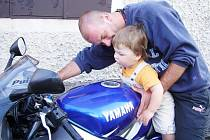 Blízcí a známí uctí v úterý památku mladého motorkáře Ondry Šámala.