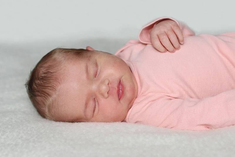 Ella Sedláčková se narodila 13. září 2021 v Příbrami. Vážila 3540 g a měřila 51 cm. Doma v Milíně ji přivítali maminka Martina, tatínek Stanislav a čtrnáctiletá Nikola.