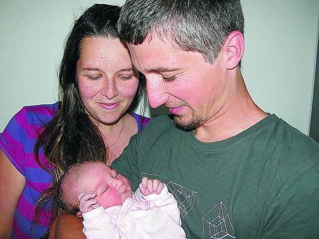 VE STŘEDU 24. srpna maminka Zuzana a tatínek Jan z Dobříše poprvé sevřeli v náručí své první zlatíčko – dcerku Ellu Matějů, která v ten den vážila 3,70 kg a měřila 50 cm.