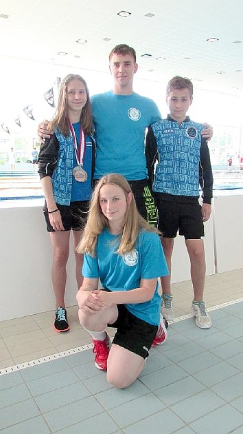 Úspěšní plavci PK Příbram po mistrovství republiky.