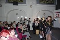 Škola v programu mimo jiné prezentovala i prací o bývalém studentovi školy, politickém vězni a knězi Jan Baptistovi Bártovi.
