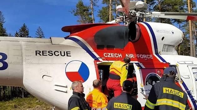 Záchrana zraněné cyklistky v bývalém vojenském prostoru CHKO Brdy 9. května 2021.