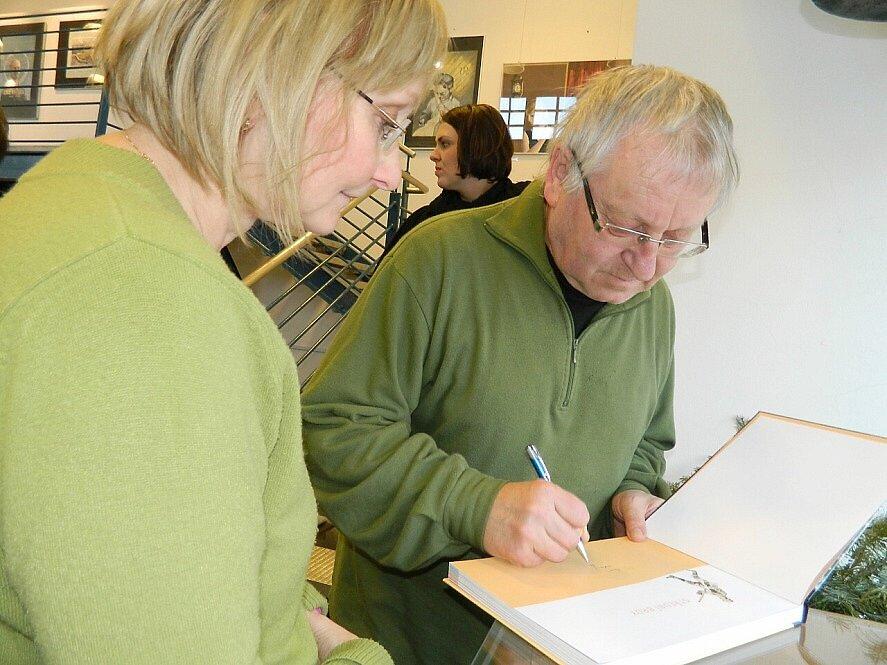 Václav Cílek pokřtil v Rožmitále novou knihu o Brdech.