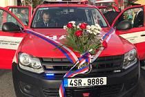 Dobrovolní hasiči v Krámech mají nové auto.