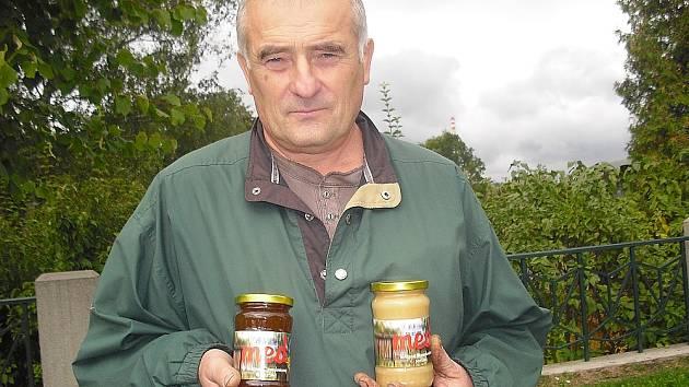 Včelař Václav Hoch.