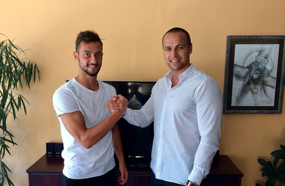 Posily. Antonín Fantiš a Petr Průcha se ve středu stali kmenovými hráči 1. FK Příbram. V klubu podepsali víceleté smlouvy.