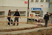Policisté museli v Příbrami evakuovat banku, ve které byla nahlášena bomba.