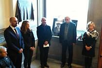 Pamětní deska připomíná Jana Holického, kterého nacisté zavraždili v roce 1942.
