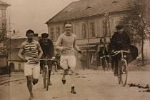 První československý maraton se běžel z Prahy do Dobříše v roce 1908.