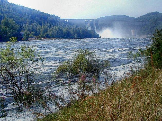 Přesně 15 let uplynulo od doby, kdy při katastrofální povodni začala přetékat koruna hráze Vodního díla Orlík.