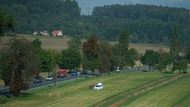 Předběžný geotechnický průzkum v místech budoucí stavby dálnice D4 na snímku pořízeném 10. září 2019 mezi Chraštičkami a Milínem na Příbramsku. Archeologové odhalili na trase budoucí dálnice z Příbramska do jižních Čech několik sídlišť z různých období pr