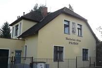 AZYLOVÝ dům by měl poskytovat zázemí v době nouze matkám s dětmi. Přítomnost mužů je podle obyvatel ulice Primáře Kareše destabilizujícím prvkem.