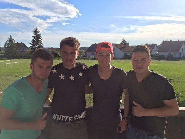 Fotbalista TJ Sokol Rosovice Martin Tran (vpravo).