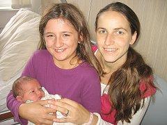 Terezka Jiránková, dcerka maminky Šárky tatínka Davida z Chramost, poprvé spatřila svět v neděli 26. října, vážila 3,55 kg. Kočárek se sestřičkou bude také vozit jedenáctiletá Anička.