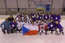 Hokejistky Sedlčan a Dublovic po utkání s kanadským výběrem z Vancouveru.