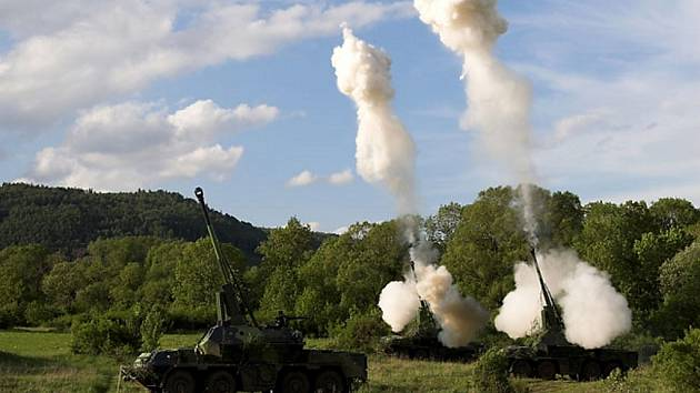 Ve výzbroji jinecké dělostřelecké brigády je i samohybná kanónová houfnice.