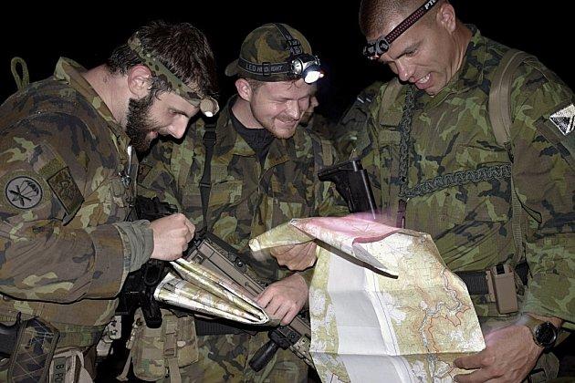 Hlídka 131. dělostřeleckého oddílu Jince.