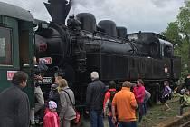 Součástí Dobříšských májových slavností 20. května byla také možnost vyhlídkové jízdy parním vlakem.