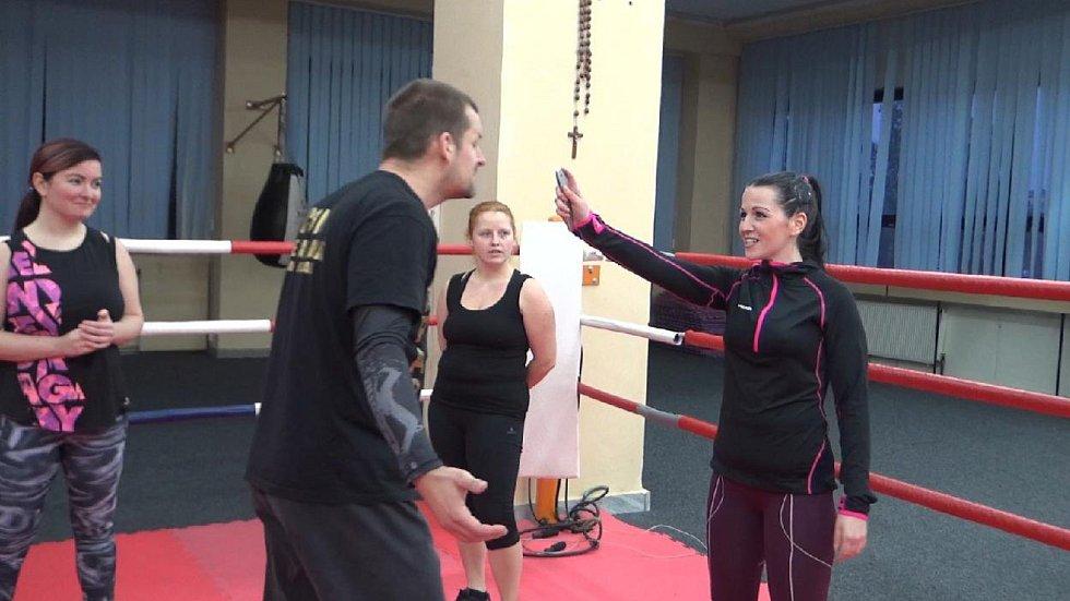 O kurzy sebeobrany v Příbrami je velký zájem. Přihlášeno je téměř 60 žen.