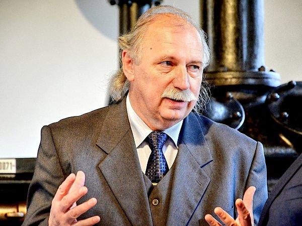 Ředitel hornického muzea vPříbrami Josef Velfl.