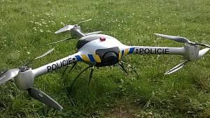 Policejní dron v akci - kontrola chatových osad na Příbramsku