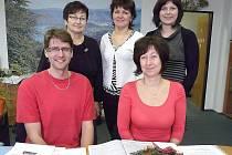 ZAMĚSTNANCI sedlčanské kanceláře Sdružení obcí Sedlčanska –  Přemysl Růžička, vedle něj Štěpánka Barešová a za nimi Tereza Kuchařová (vpravo), Hanka Švagrová (uprostřed) a Hanka Hulanová.