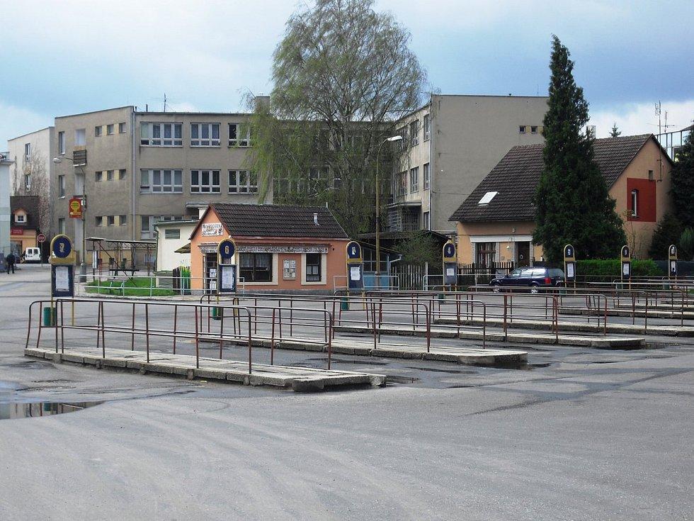 Autobusové nádraží v Sedlčanech stálé čeká na rekonstrukci.
