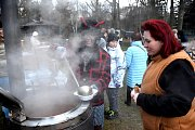Mikuláš naděloval, čerti vařili dobrou polévku.