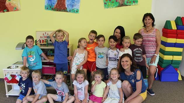 Děti z Mateřské školy v Drhovech.