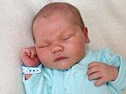 ONDŘEJ NEUŽIL se narodil v sobotu 13. května jako první miminko rodičů Lucie a Ondřeje ze Sedlčan. Sestřičky mu v den narození navážily 3,98 kg a naměřily 52 cm.
