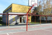 Jedna z volebních místností v Dobříši byla v areálu Základní školy Dobříš, Lidická