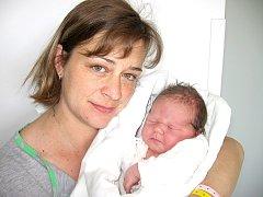Klárka Hrubá prvně otevřela očka ve čtvrtek 22. května, vážila 3,92 kg a měřila 49 cm. Domů do Libčic si ji odvezou maminka Jaroslava, tatínek Romana skoro dvouletá sestřička Terezka.