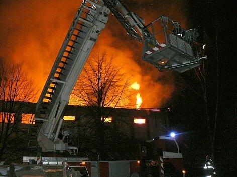 S požárem v Bohutíně bojovalo osm hasičských sborů.