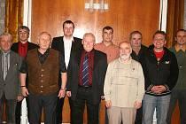 Výkonný výbor OFS Příbram (zleva): Miroslav Bílek, Petr Glogar, bývalý předseda Josef Škvára, Pavel Chán, Eduard Škvára, Martin Havel, Josef Kuba, Lubomír Lhota, Miloš Nepivoda a Petr Kyselý.