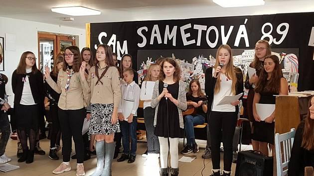 """Komponovaný pořad """"Sametová"""" na Základní škole ve Školní ulici v Příbrami."""